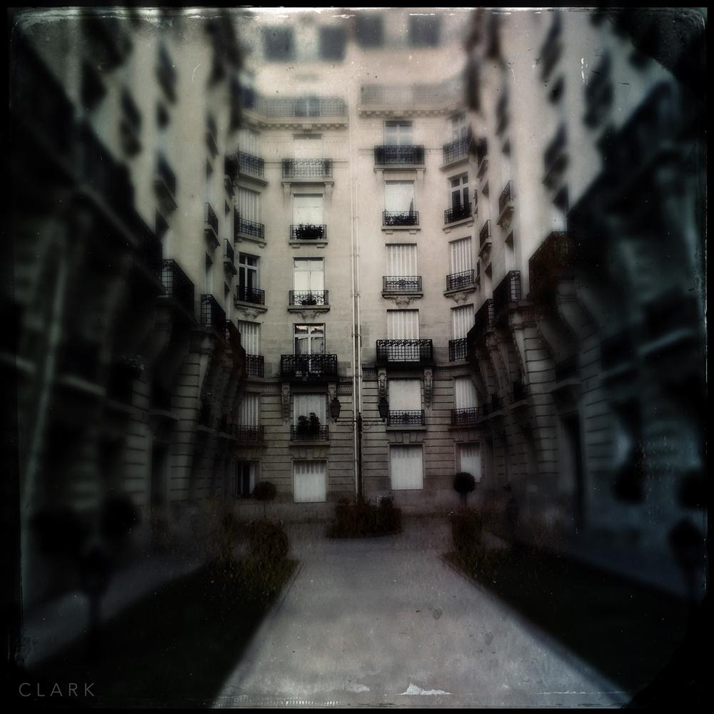 006_DerekClarkPhoto-Paris_iPhone.jpg