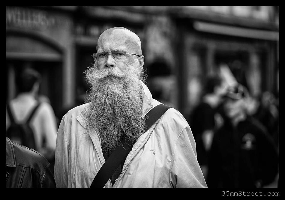 35mmStreet.com.Edinburgh-Festival-Fuji-90mm-09