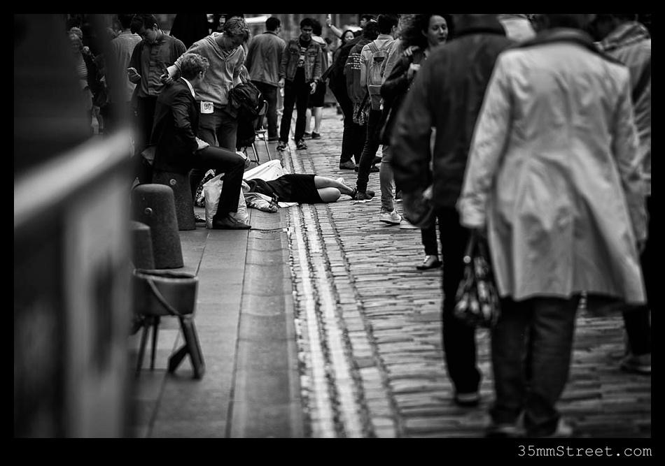 35mmStreet.com.Edinburgh-Festival-Fuji-90mm-12