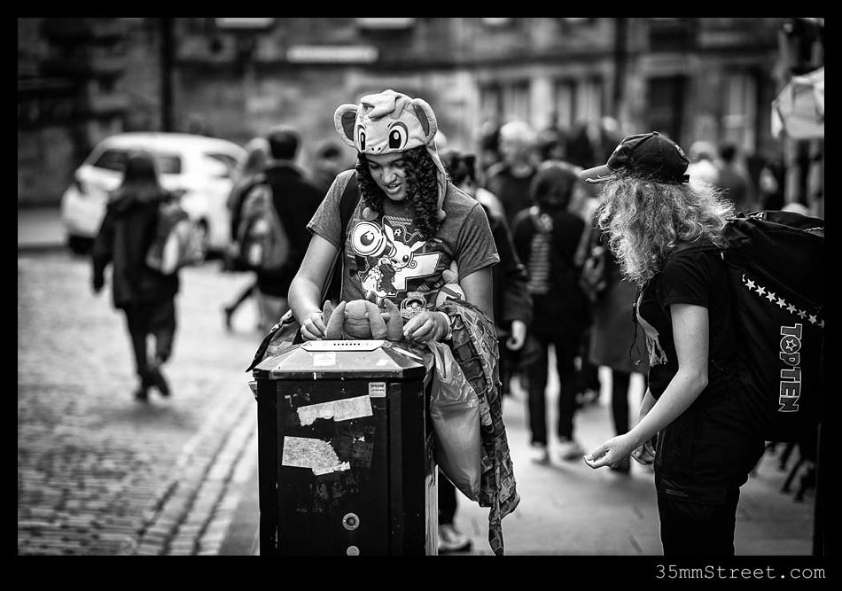 35mmStreet.com.Edinburgh-Festival-Fuji-90mm-15