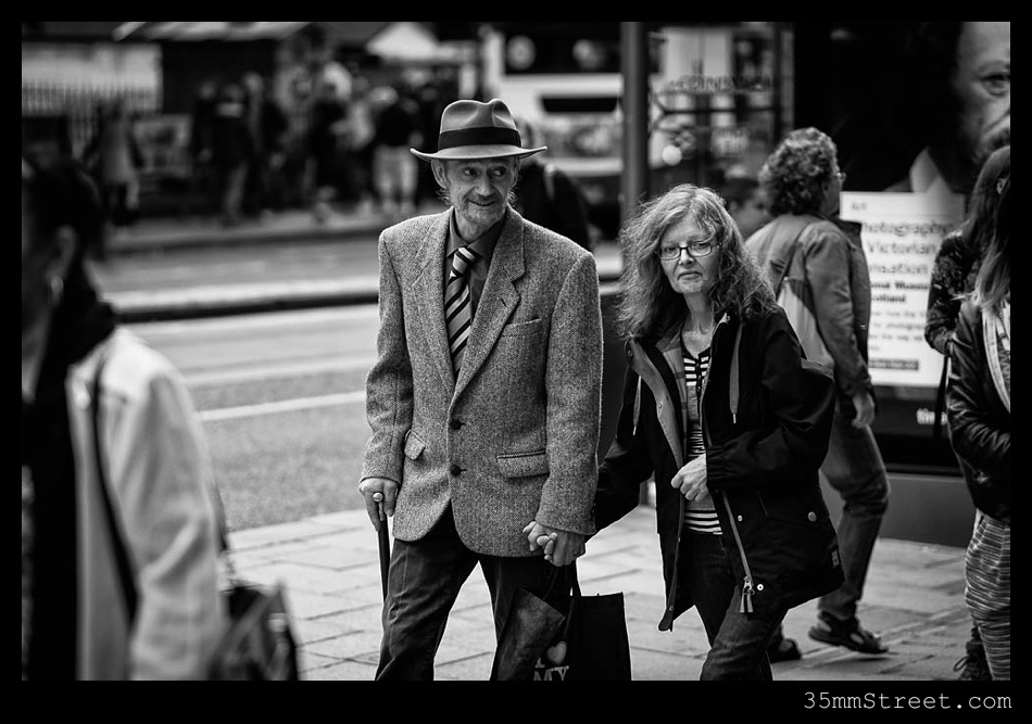 35mmStreet.com.Edinburgh-Festival-Fuji-90mm-17