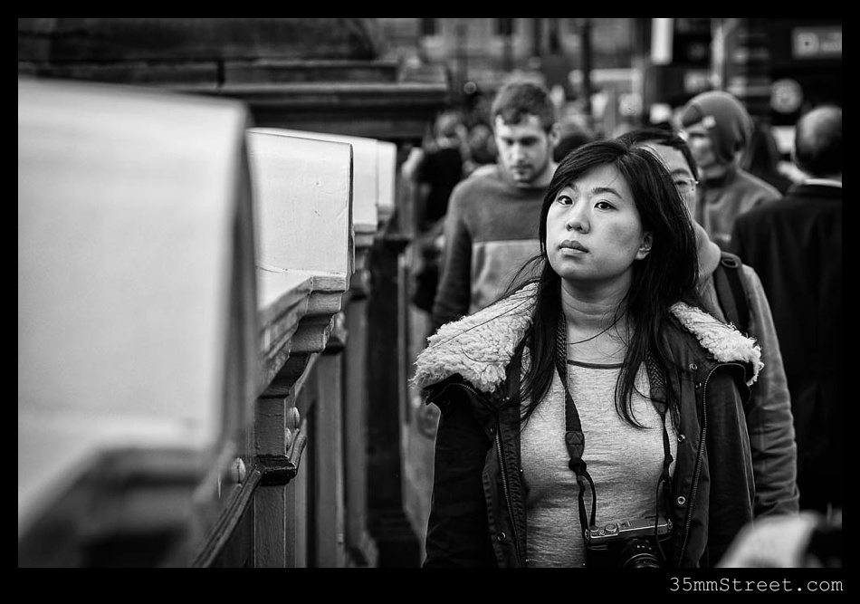 35mmStreet.com.Edinburgh-Festival-Fuji-90mm-25