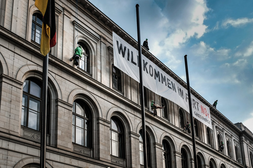GREENPEACE HANGS THE DIESEL - BERLIN