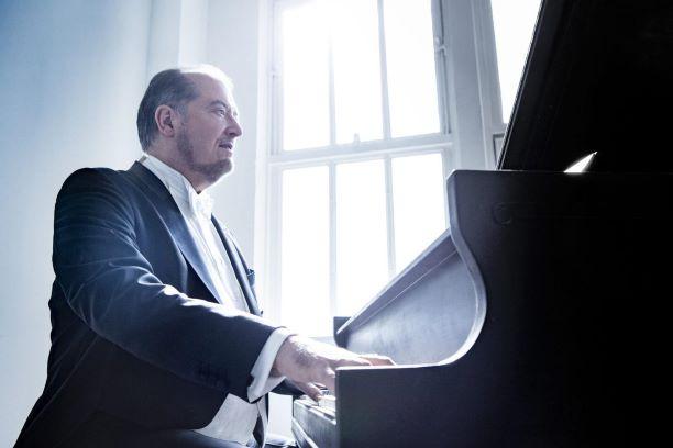Garrick Ohlsson, American pianist.