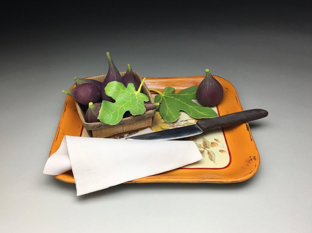 FIG BASKET ON THE ORANGE TRAY