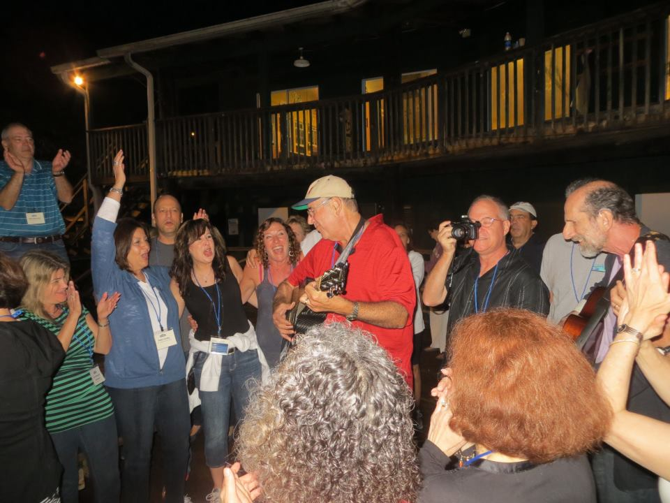 Gladstone-leading-impromptu-song-session-at-Coleman-reunion2.jpg
