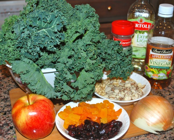 MeatlessMonday_Healthy_Nutrition_Kale_Salad_Ingredients-TheWiseLatinaClub-NatalieFierro