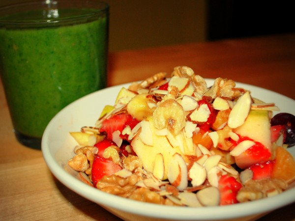 Nutrition_MeatlessMonday_Raw_Food_Fruit_Salad_Smoothie-TheWiseLatinaClub-NatalieFierro