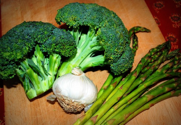 MeatlessMonday_Asparagus_Garlic_Broccoli-TheWiseLatinaClub-NatalieFierro
