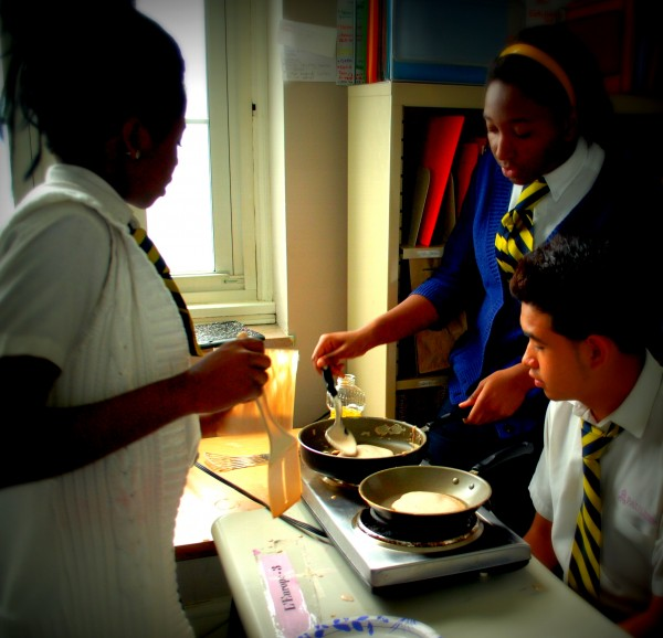 MeatlessMonday_Crepes_Students_Cooking-TheWiseLatinaClub-NatalieFierro
