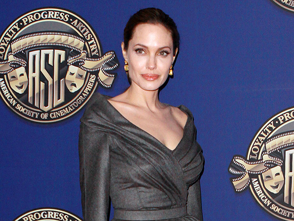 Angelina_Jolie_Latina_Guide_Breast_Health-TheWiseLatinaClub