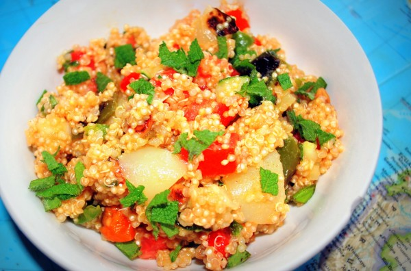 MeatlessMonday_Quinoa_Roasted_Pepper_Salad_Recipe_Peru-TheWiseLatinaClub-NatalieFierro