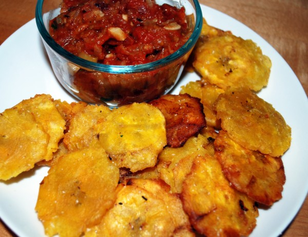 Meatless_Monday_Patacones_Colombia-TheWiseLatinaClub-NatalieFierro_Hogao
