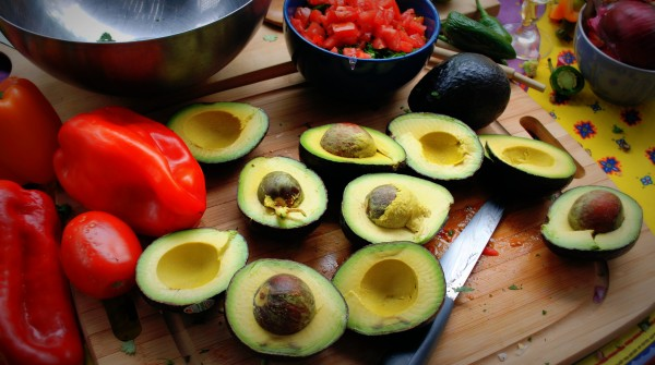 MeatlessMonday_Labor_Day_Guacamole-TheWiseLatinaClub-NatalieFierro