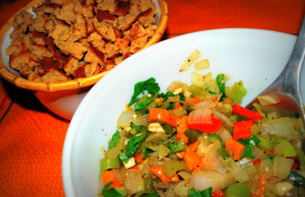 MeatlessMonday_Thanksgiving_Latino_Stuffing_Ingredients-TheWiseLatinaClub-NatalieFierro