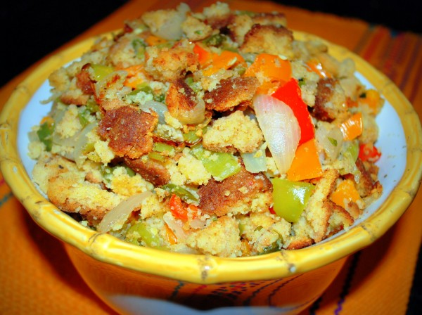 MeatlessMonday_Thanksgiving_Latino_Stuffing-TheWiseLatinaClub-NatalieFierro