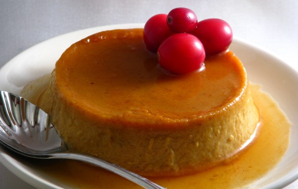 Meatless_Monday_Holiday_Desserts_Pumpkin_Flan-TheWiseLatinaClub-NatalieFierro