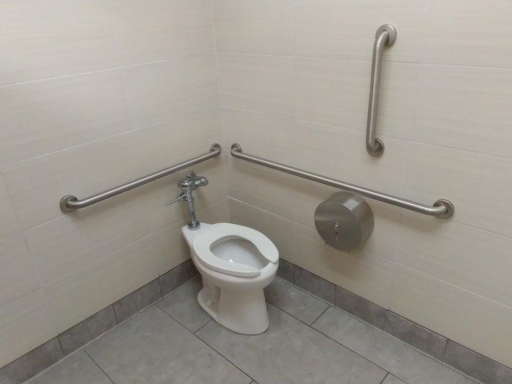 20170822_140216_HDR Bathroom.jpg