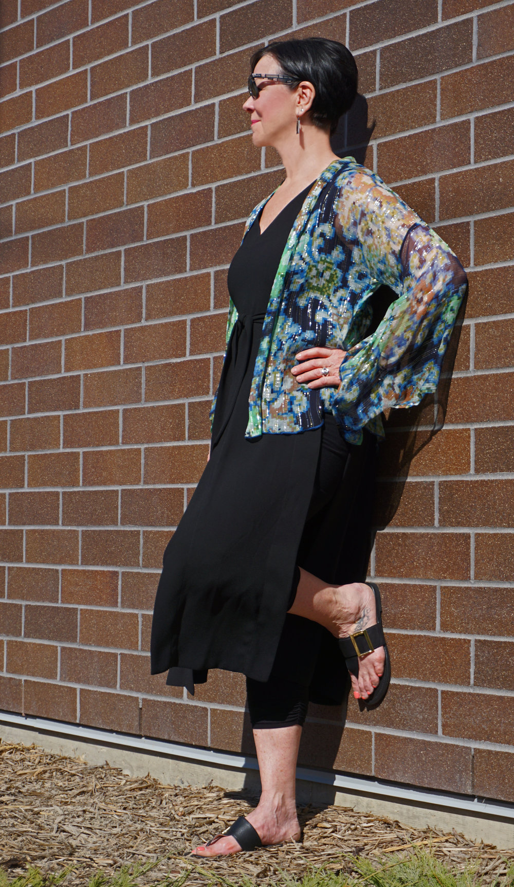 Here Colleen is wearing a crop legging with a high slit black tunic over top. A beautiful sheer, colourful kimono from Free People softens the outfit. Perfect for a summer wedding or party.