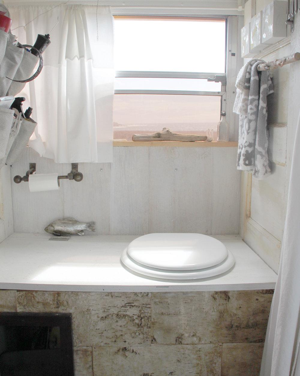 Cozy the Bus bathroom 5 sml.jpg