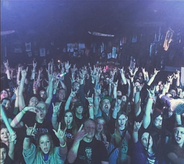We want to take a second to thank all the wonderful people for coming out to the sold out #springbrokebash! ❤️❤️❤️❤️ @943kilo @sunshine.studios.live @theendlesslineband @dedofficial #soldout #newmusic #rockband #metal #hardrock