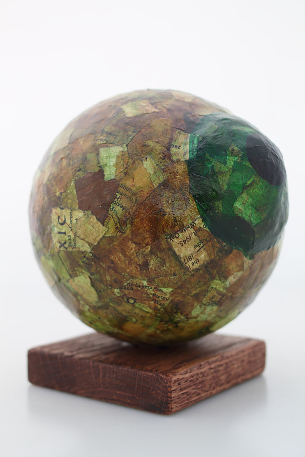 Gazing Eye  Papier maché and wood  5 x 5 x 5 inches  2016