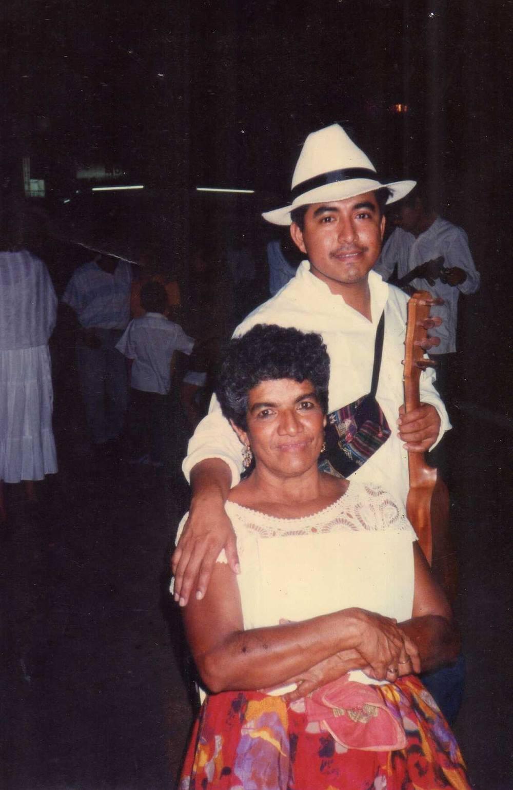 Fotografía: Andres Bernardo Moreno Najera  durante el Encuentro de Jaraneros de San Andrés Tuxtla 1997