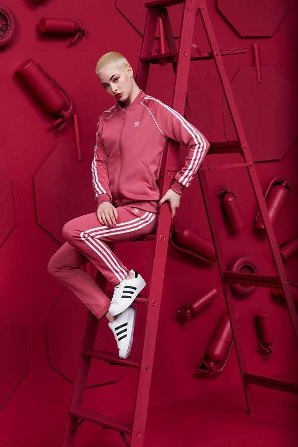 FW18_ADICOLOR_PAC_FEMALE_RED_1_1069_1915JC_B_ADOBERGB.jpg