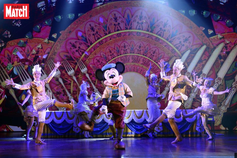 Avec-Mickey-et-Le-Magicien-Disney-emmene-Broadway-dans-son-parc.png