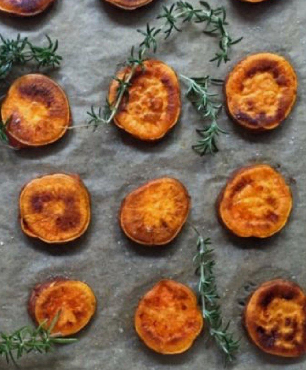 Batata en rodajas al horno con romero