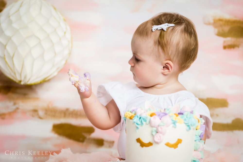 gwendolyn-one-year-cake-smash-dover-new-hampshire-photographer-03.jpg
