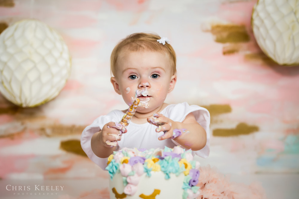gwendolyn-one-year-cake-smash-dover-new-hampshire-photographer-07.jpg