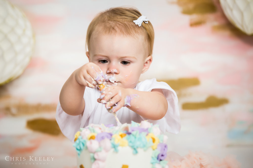gwendolyn-one-year-cake-smash-dover-new-hampshire-photographer-08.jpg