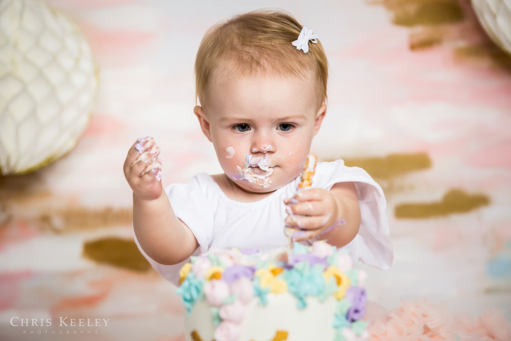 gwendolyn-one-year-cake-smash-dover-new-hampshire-photographer-09.jpg