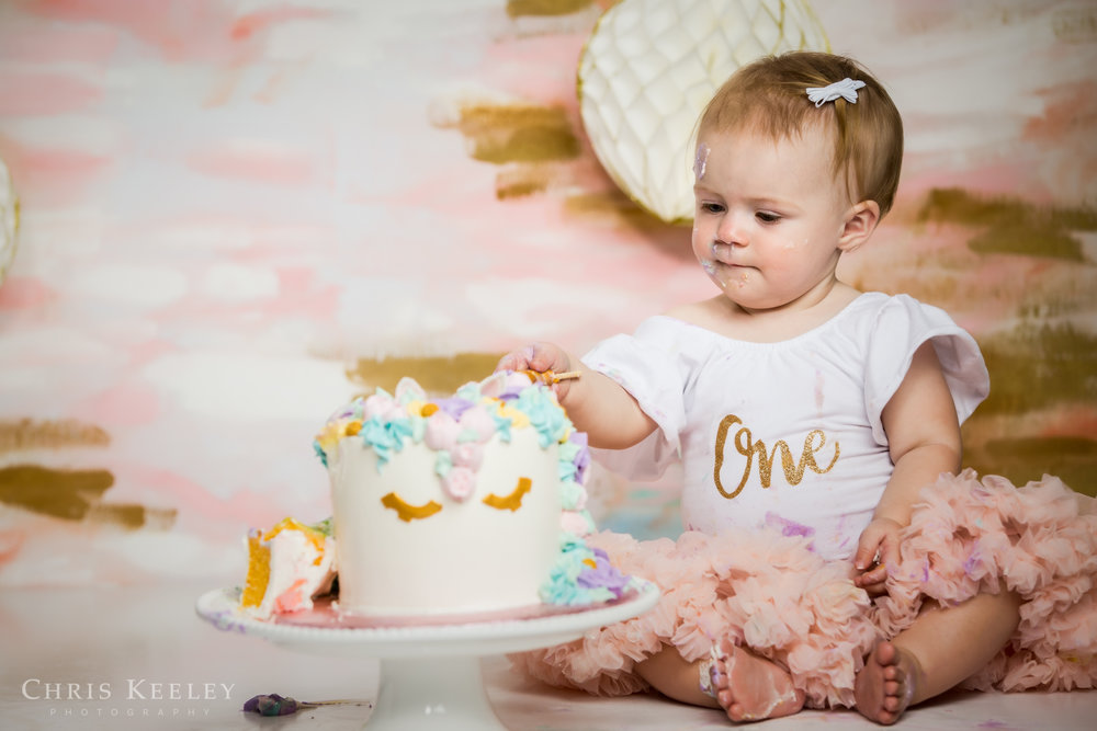 gwendolyn-one-year-cake-smash-dover-new-hampshire-photographer-17.jpg