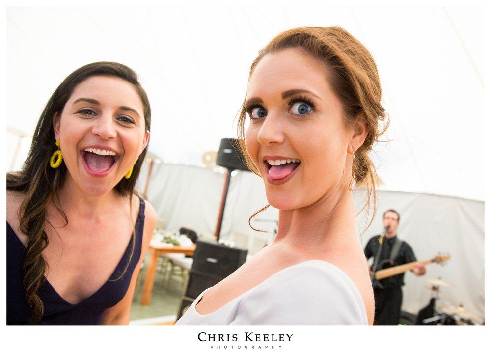 silly-dancing-candid-wedding-photo.jpg