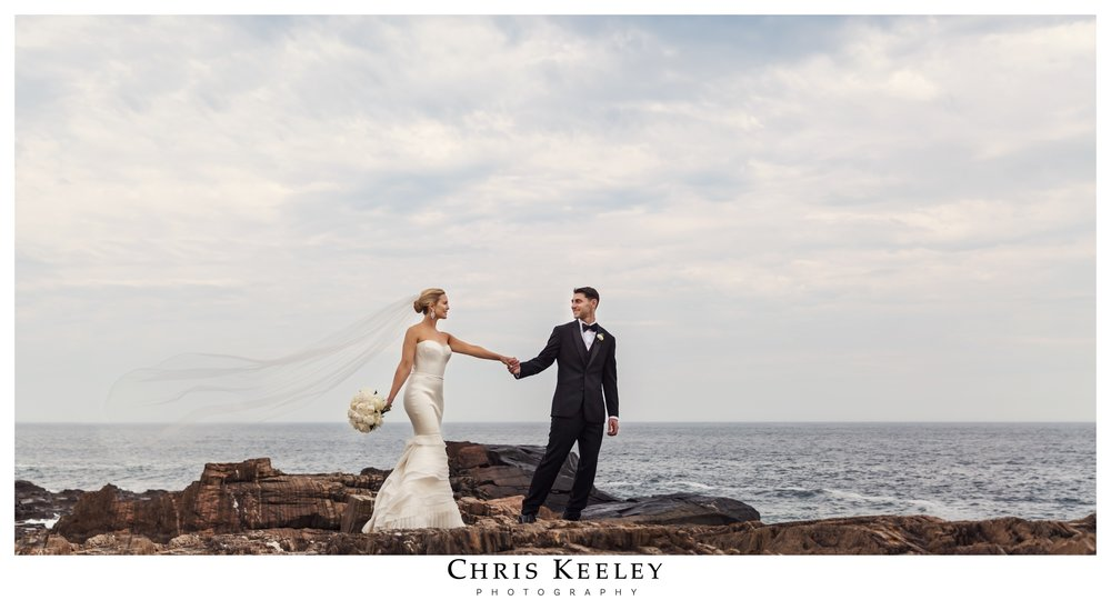 bride-groom-dramatic-pose-cliff-house.jpg