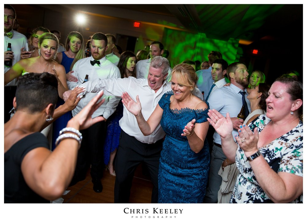 candid-dancing-parents.jpg