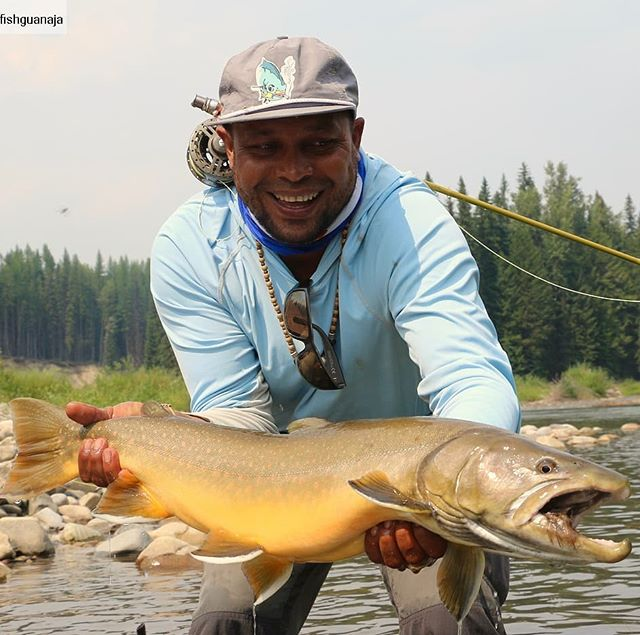 Rankin, a bull trout and a grizzly bear. One of those days we'll never forget. #flyfishing #flyfishingjunkie #troutbum #fishbc #fishing #fishforchange