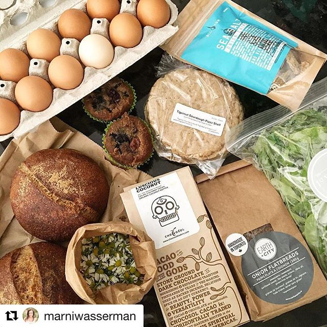 @marniwasserman uses @allyumchips to make delicious meals. What do you use #allyumonionchips for? #Repost @marniwasserman (@get_repost) ・・・ It's good to be back in the city! Stocked up @wychwoodbarns today and I'm loving my hull! Grain free bread, pizza shells, muffins & crackers. Onion crackers, chamomile tea, arugula & free range eggs! Totally scored 🤗 🥚🌼🍃🍫🍞 #realfoodmakeover #ultimateliving #farmersmarket #organicfood #local #saturday #morning #earlybirdgetstheworm #community #toronto
