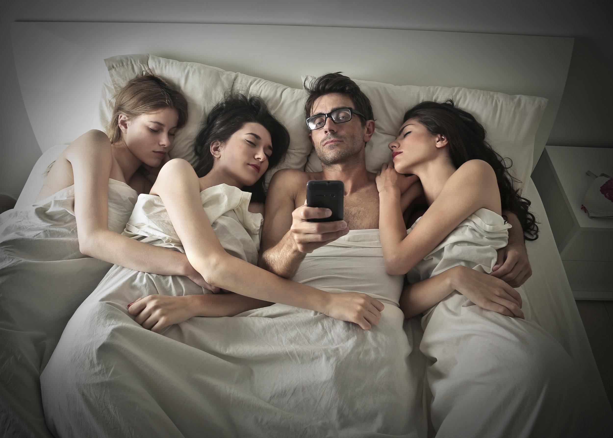 Секс между двух мужчин, Двое мужчин и одна женщина » Порно видео 24 фотография