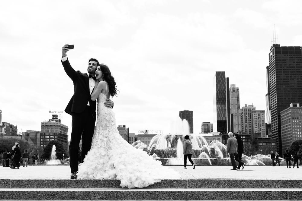 wedding photos at the buckingham fountain.jpg