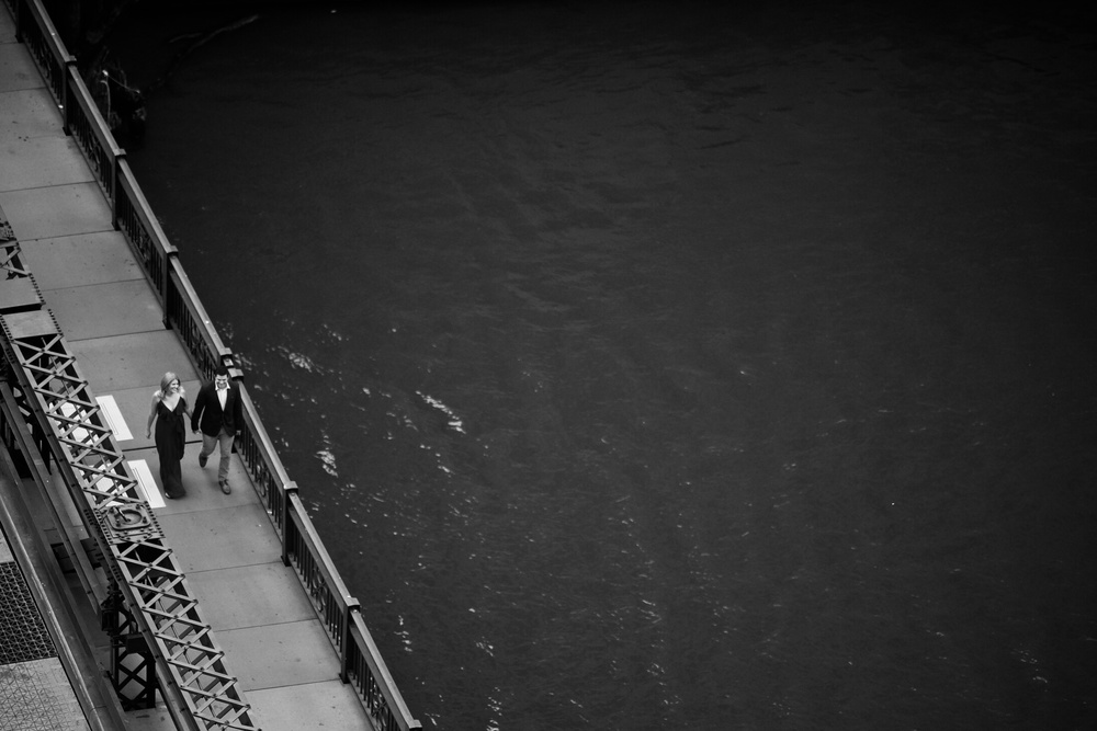 Engagement photos on Chicago River