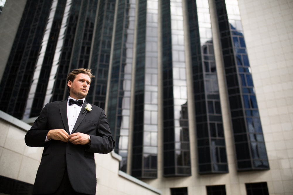 Groom portrait downtown chicago
