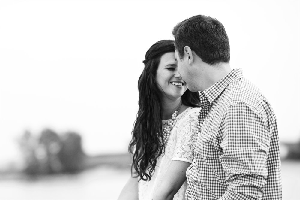lake front engagement photos