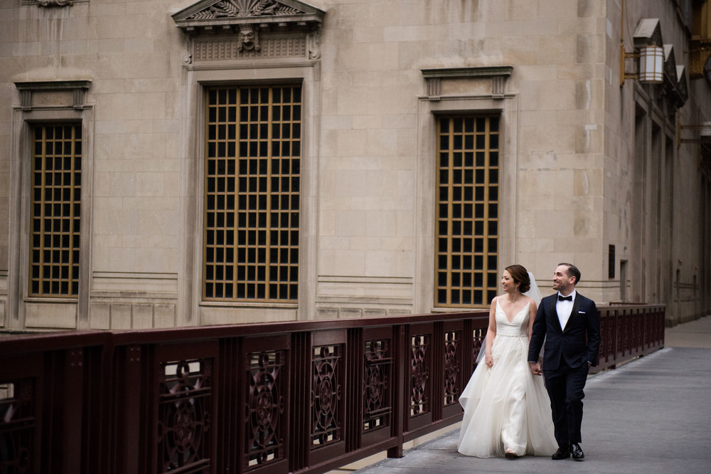 Wedding photos in downtown Chicago | Bridgeport Art Center Skyline Loft Wedding