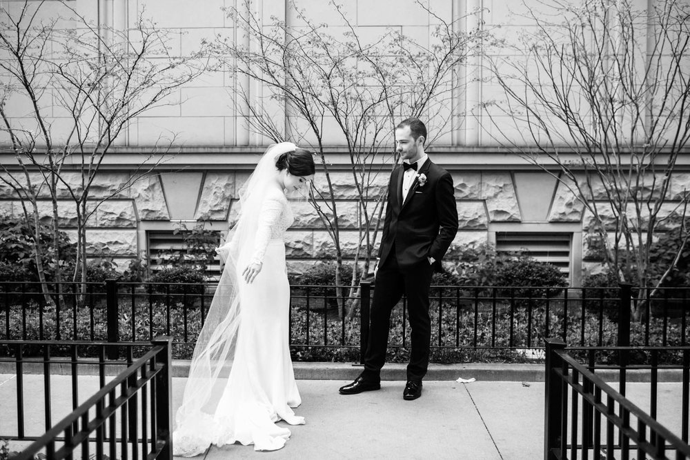 Candid wedding photography in downtown Chicago Illinois