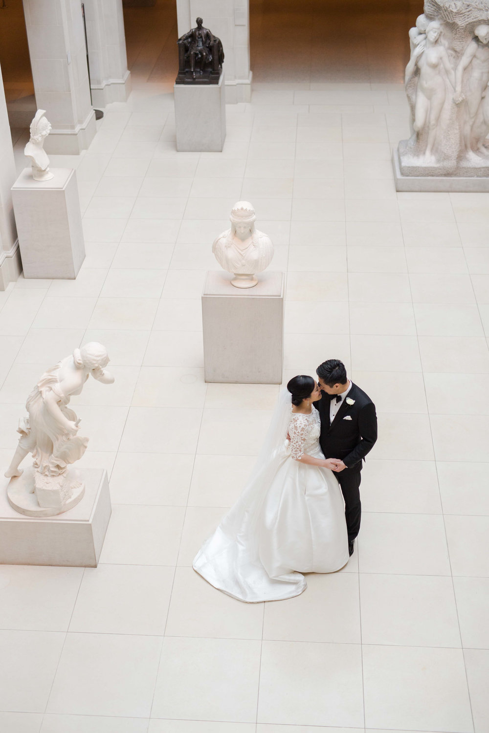 Wedding photography at the Art Institute of Chicago.