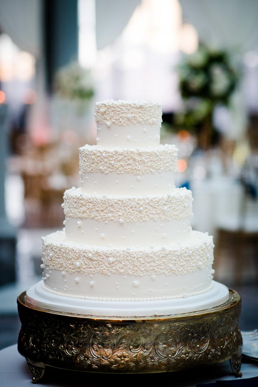 Wedding cake for Chicago Harold Washington Library wedding.