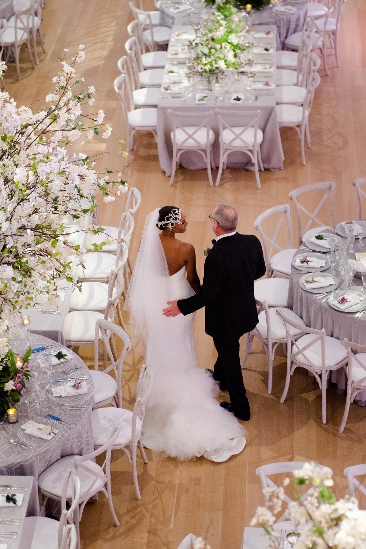 Elegant Modern Wing Wedding at the Art Institute of Chicago40.jpg